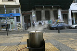 "The social kitchen ""The Other Man"" cooks on the site and distributes food for everybody in need in the center of Athens / Η κοινωνικής κουζίνας ""Ο Άλλος Άνθρωπος"" μαγειρεύει επί τόπου και μοιράζει φαγητό στο κέντρο της Αθήνας"