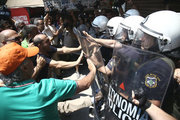 Municipal workers protest outside the Minstry of Interior in central Athens, on June 26, 2017.  /  Συγκέντρωση της ΠΟΕ-ΟΤΑ έξω από το υπουργείο Εσωτερικών, την Δευτέρα 26 Ιουνίου, 2017. Εργαζόμενοι  στην αποκομιδή των απορριμμάτων ζητούν την μετατροπή των συμβάσεων εργασίας σε συμβάσεις αορίστου χρόνου.