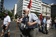 Greek pensioners from around the country protest against new pension cuts, as part of a deal with the country's international creditors, in central Athens on June 15, 2017. According to data from the Unified Pensioners Network, 8 out of 10 pensioners have been in a state of poverty, while the upcoming measures will trigger a reduction in pensioners' income to 70%. /  Πανελλαδικό συλλαλητήριο συνταξιούχων στην Αθήνα την Πέμπτη 15 Ιουνίου 2017
