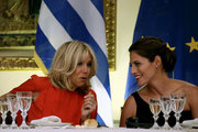 French President's wife Brigitte Macron (L) and the Greek's prime minister's wife, Betty Batziana during a state dinner at the Presidential mansion, in Athens on September 7, 2017.  / Δείπνο στο προεδρικό μέγαρο, Αθήνα 7 Σεπτεμβρίου 2017