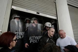 Protest at the health ministry /  Συγκέντρωση στο υπουργείο Υγείας