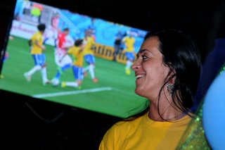 Brazil fans are watching the opening match of Mundial 2014