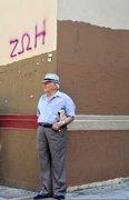 Elderly man standing in a corner under the word Life written on the wall, downtown Athens, Greece, 2013 / Ηλικωμένος άντρας στέκεται σε γωνία κάτω από τη λέξη Ζωή που είναι γραμμένη στον τοίχο, Αθήνα, 2013