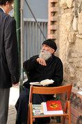 Monk talking to a passerby man, Athens, Greece, 2013 / Καλόγερος συνομιλεί με περαστικό άντρα, Αθήνα, 2013