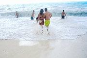 Young couple at Myrtos Beach, Cephalonia, Ionian Islands, Greece, August 2016 / Νεαρό ζευγάρι στην παραλία του Μύρτου, Κεφαλονιά, Αύγουστος 2016