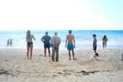 Bathers are watching the waves at the beach of Myrtos, Cephalonia, Ionian Islands, Greece, August 2016 / Παρέα λουομένων χαζεύει τα κύματα στην παραλία του Μύρτου, Κεφαλονιά, Αύγουστος 2016