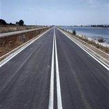 Road near the Olympic Rowing venue in Schinias, Greece, July 2004 / Δρόμος στο Ολυμπιακό Κωπηλατοδρόμιο Σχοινιά πριν την έναρξη της Ολυμπιάδας, Ιούλιος 2004
