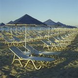Row of parasols at a beach in Rethymno, Crete, Greece 2002 / Ομπρέλες σε παραλία στο Ρέθυμνο, Κρήτη 2002