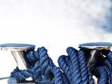 Blue boat ropes / Κάβος δεμένος σε μεταλλική δέστρα - κοτσανέλα , Αιγαίο, 2011