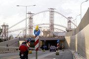 Installation work of the canopy of the Olympic Stadium, designed by Spanish architect Santiago Calatrava, Athens, Greece, February 2004 / Εργασίες εγκατάστασης του στεγάστρου του Ολυμπιακού Σταδίου, σχεδιασμένο από τον Ισπανό αρχιτέκτονα Σαντιάγκο Καλατράβα, Αθήνα, Φεβρουάριος 2004