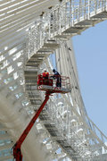 Installation work of the canopy of the Olympic Stadium, designed by Spanish architect Santiago Calatrava, Athens, Greece, May 2004 / Εργασίες εγκατάστασης του στεγάστρου του Ολυμπιακού Σταδίου, σχεδιασμένο από τον Ισπανό αρχιτέκτονα Σαντιάγκο Καλατράβα, Αθήνα, Μάιος 2004