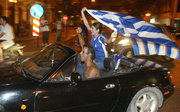 Celebrations of sports fans in Athens for winning the European Cup by the Greek National football team in EURO 2004 tournament, July 2004 / Πανηγυρισμοί φιλάθλων στην Αθήνα μετά την κατάκτηση του κυπέλλου από την Εθνική ομάδα ποδοσφαίρου στο EURO 2004, Ιούλιος 2004