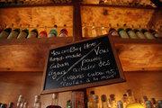 Brettos, bar and liquor store in Plaka, Athens, Greece, July 2017 / Βρεττός, μπαρ ποτοπωλείο στην Πλάκα, Αθήνα, Ιούλιος 2017