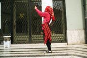 Urban picnic in Arsaki Portico, an event under the artistic project Removement, Athens, Greece, June 2017 / Αστικό πικ νικ στην στοά Αρσάκη, μια δράση στα πλαίσια του εικαστικού πρότζεκτ Removement, Αθήνα, Ιούνιος 2017