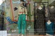 Shop window with women's clothes in downtown Athens, Greece, May 2017 / Βιτρίνα καταστήματος με γυναικεία ρούχα στο εμπορικό τρίγωνο της Αθήνας, Μάιος 2017