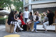 Women on a bench. Downtown Athens, Greece, May2017 / Παρέα γυναικών. Στο εμπορικό τρίγωνο της Αθήνας, Μάιος 2017