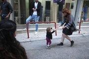 Baby runs in his mother's arms. Downtown Athens, Greece, May2017 / Μωρό τρέχει στην αγκαλιά της μητέρας του. Στο εμπορικό τρίγωνο της Αθήνας, Μάιος 2017