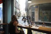 A woman is waiting for her order at Feyrouz, restaurant serving oriental dishes in downtown Athens, Greece, May2017 / Γυναίκα περιμένει το φαγητό της στο Φεϊρούζ, εστιατόριο με ανατολίτικα φαγητά.  Στο εμπορικό τρίγωνο της Αθήνας, Μάιος 2017