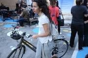 Female cyclist in downtown Athens, Greece, May2017 / Ποδηλάτισσα στο εμπορικό τρίγωνο της Αθήνας, Μάιος 2017