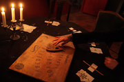 Séance, private venue where meetings of people with metaphysical concerns are taking place, Athens, Greece, October 2017 / Séance, ιδιωτικός χώρος όπου πραγαμτοποιούνται συναντήσεις ανθρώπων  με μεταφυσικές ανησυχίες, Αθήνα, Οκτώβριος 2017